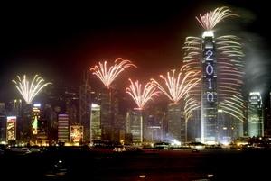 Los países del Pacífico como Nueva Zelandia, Australia, así como las islas Kiribati, Nauru, Fiji, Salomón y el reino de Tonga fueron los primeros en recibir el Año Nuevo en medio de grandes festejos y los tradicionales juegos pirotécnicos.