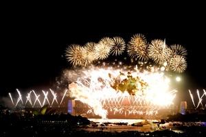 En Nueva Zelandia, los habitantes dieron la bienvenida al 2010 en medio de un espectacular despliegue de fuegos artificiales.