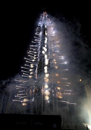 La torre de acero y cristal de forma espiral y denominada como ciudad vertical y que incluye apartamentos de lujo y oficinas, tuvo un costo de mil 500 millones de dólares.