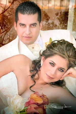 Srita. Luz Estela Palomares Gueta unió su vida a la del Sr. Javier Eduardo García Estrada, en la iglesia de La Inmaculada Concepción, el 24 de octubre de 2009, en punto de las 12:00 del medio día.   Estudio Laura Grageda