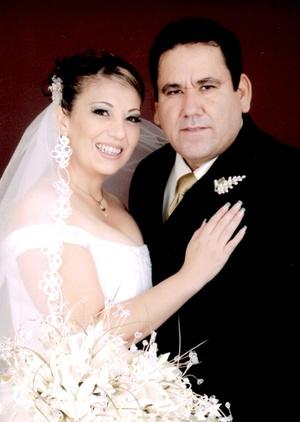 Contrajeron sagrado matrimonio, Enfermera general Odilia Ornelas García y CP. Jacob González Galván, en la Catedral de Nuestra Señora del Carmen, el siete de noviembre de 2009, siendo las 19:00 horas.   Estudio Fassio