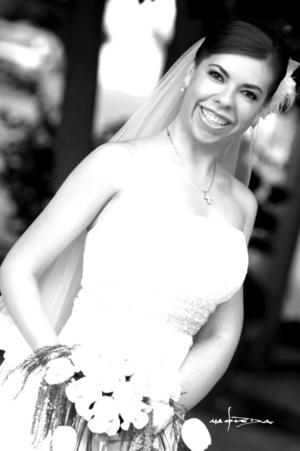 Master en Admón. Ivett Selene Granados Ortiz, feliz el día de su boda con el Ing. Luis Alberto Gutiérrez Rosales.  Maqueda Fotografía
