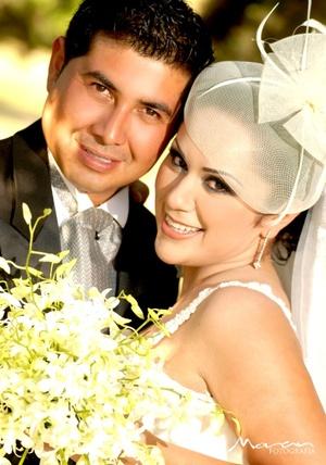 Srita. Janeth Ayala Carreón unió su vida a la del Sr. Juan Diego Ramos Cuéllar, en la parroquia Los Ángeles, el 31 de octubre de 2009, a las 18:00 horas.   Estudio Morán