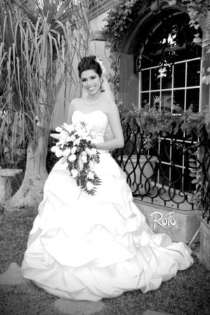 Radiante lució la Dra. Marcela Martínez Mancha el día de su boda con el Dr. Juan Fernando Alberto De León.  Rofo Fotografía