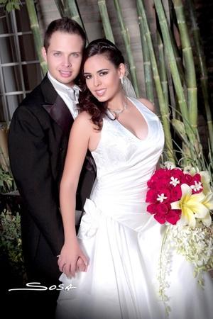 Contrajeron matrimonio, Srita. Marisol Breceda Torres y Sr. Ricardo Daniel Leal Martínez, el 16 de octubre de 2009, en punto de las 20:00 horas, en la iglesia Cristiana.   Studio Sosa