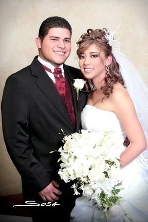 Lic. Norma Alejandra Calderón Padilla y CP. Óscar Paul Cabello Zamora, recibieron la bendición nupcial en la iglesia del Espíritu Santo, el 11 de diciembre de 2009, a las 18:00 horas.   Studio Sosa