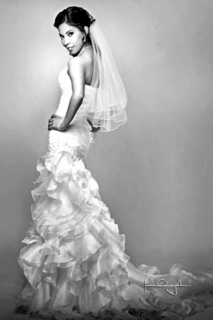 Hermosa lució la Profra. Rosa María Gabriela Soto Sosa el día de su enlace matrimonial con el Profr. Gerardo Mario Reyes Muñoz.  Estudio Laura Grageda