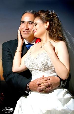 Contrajeron sagrado matrimonio en el Santuario Cristo Rey, en el Cerro de las Noas, Srita. Susana Pavón y Sr. Luis Noriega, el 21 de noviembre de 2009, a las 19:30 horas.   Mario Aspland Fotografía