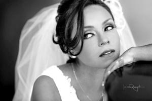 Srita. Diana Alejandra Aguilar Fierro el día de su boda con el Sr. Juan Antonio García Sánchez.  Estudio Laura Grageda