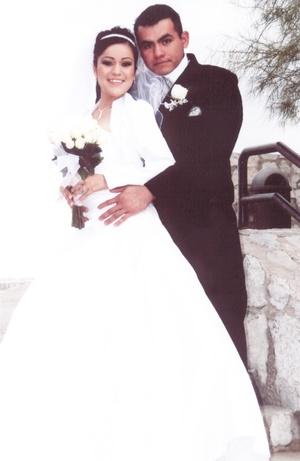 Contrajeron matrimonio en la parroquia de Jesús Maestro, Srita. Jessica Yazmín Jiménez Guerrero y Sr. Francisco Javier García Salazar, el cinco de diciembre de 2009, en punto de las 18:00 horas.