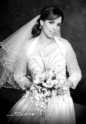 L.E.P. Ilze Selene del Prado Hoyos captada en una fotografía de estudio, el día de su enlace matrimonial con el Ing. Fernando Rodríguez Alvarado.  Studio Sosa