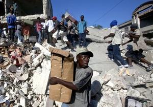 El 70 por ciento de los edificios en 15 zonas de Puerto Príncipe ha quedado destruido por el devastador terremoto que asoló el país hace tres días.