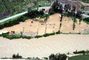 Aguas Calientes quedó aislado cuando la vía férrea fue destruida en varios tramos por el aumento del caudal del río Vilcanota.