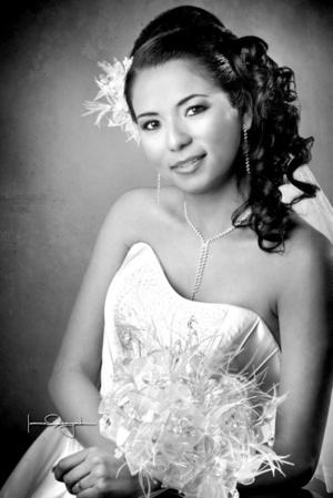 03012010 Lic. Victoria Barraza Andrade, el día de su boda con el Lic. Rubén Octavio López López.  <p>  <i>Estudio Laura Grageda</i>