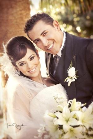 Contrajeron matrimonio Srita. Alma Irene de la Torre Aldama y Sr. Ángel Gerardo Andrade Contreras, en la parroquia Los Ángeles, el 26 de diciembre de 2009, a las 18:00 horas.  <p>  <i>Estudio Laura Grageda</i>
