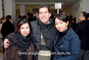 01022010 Distrito Federal. Saraí y Rebeca Cervantes fueron despedidas por su cuñado Iván Rodríguez.