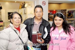 02022010 México. María del Carmen fue despedida por Juan Carlos y Miranda Morales.