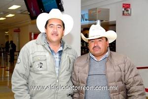 03022010 México. Por cuestión laboral viajaron Lázaro Prince y Arturo Roke.
