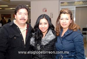 03022010 Irlanda. Sandra Ortega en un viaje de estudios y fue despedida por Abel Ortega y Sandra Torres.