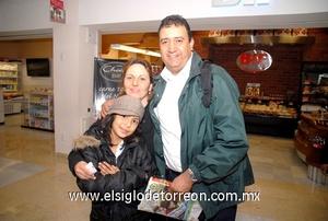 03022010 Mérida. Guillermo Marillón fue despedido por Dora Barjan y su hija Bárbara.