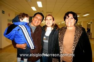 05022010 Mexicali. Carmen Gabriela Sánchez la despidieron sus padres Antonio y Angelina.