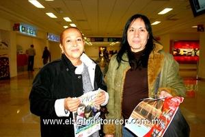 06022010 San José de los Cabos. Lily Luna Bustamante fue despedida por su mamá, Sra. Iliana Bustamante.