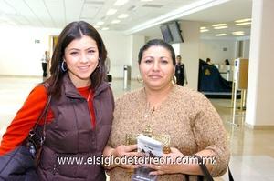 08022010 México. Elisa Aguilar Carrillo y su mamá Guadalupe Carrillo Inungaray realizaron un viaje de placer.