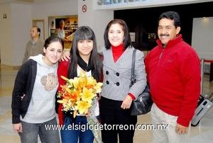 10022010 Alemania. Sofía Teresa Delgadillo fue recibida por Teresa Díaz, Norma García y Antonio Espino.