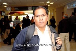 10022010 México. Juan Carlos Vera llegó a Torreón en plan de trabajo.