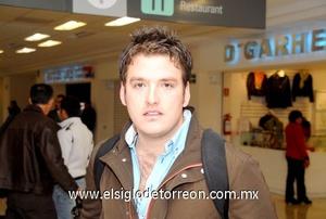 10022010 Dubai. Alberto Martínez realizó un viaje de estudios.