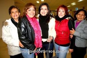 12022010 Distrito Federal. Érika Valdés y Karina Gómez fueron despedidas por Margarita Sánchez, Cinthya Gómez y Cande Sánchez.