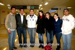 12022010 México. David Leal, José Escalante, Guillermo Ríos,  José Luis Yáñez y Karla Castillo, despidieron a Gabriela Rubio y Natalia Arratia.