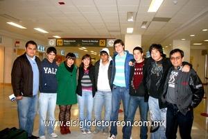 12022010 Guadalajara. Los jóvenes Zapata integrantes del Taller de Ecología, acompañados por los profesores Ramos y Sandoval.
