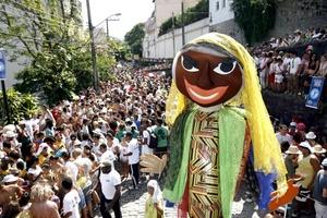 El carnaval carioca también se extenderá a las plazas de la Cinelandia y Lapa y al coliseo conocido como Terreirao do Samba, en donde están previstas decenas de presentaciones de grupos musicales.