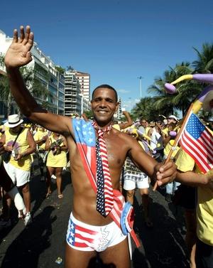 En otras ciudades de Brasil, como Recife y Salvador, la fiesta consiste en multitudinarias fiestas callejeras.