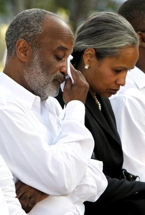 El presidente haitiano René Preval participó en la ceremonia que tuvo lugar en las inmediaciones de lo que fue el Palacio Nacional.