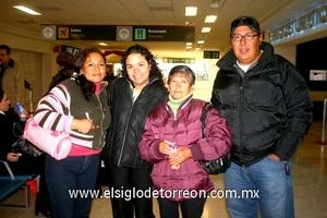 13022010 Guadalajara. Lorena Esquivel, Diana Celis y María del Refugio fueron despedidas por Eduardo Barraza.