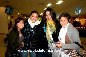13022010 China. María Fernanda fue despedida por Cristina, Ale y Celmira.