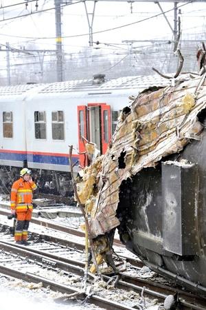 La red internacional de trenes de alta velocidad Thalys, que vincula las principales ciudades de Bélgica, Francia, Alemania y Holanda, interrumpió su servicio temporalmente debido a que usa las mismas vías que los trenes interurbanos, dijo la vocera Patricia Baars.