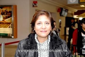 15022010 México. Elizabeth Mendizabal llegó en plan de trabajo.