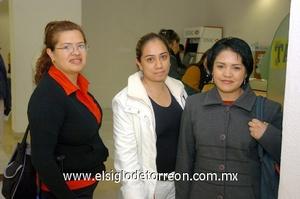18022010 México. Giovana, Mary Carmen y Tanya.