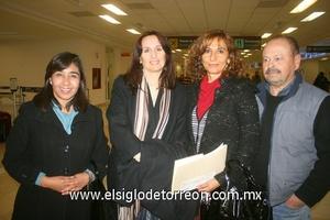 19022010 Distrito Federal. Tere López y Bety Cervantes fueron despedidas por Alejandra y Sergio Cantú.