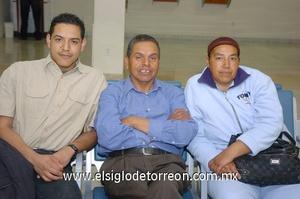 22022010 México. Pablo Castañeda fue despedido por sus papás, Pablo e Inés.