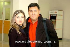 23022010 Chihuahua. Argelia Ávila despidió a su esposo Miguel Martínez.