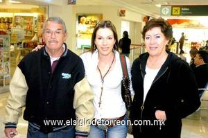 23022010 Los Ángeles. Eduardo Albores y Leticia Potisek despidieron a su hija Lety.