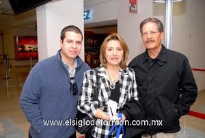 24022010 Distrito Federal. Patricia de González fue despedida por su hijo Héctor y su esposo Héctor.
