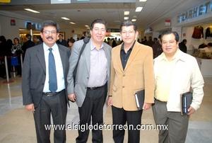 24022010 México. Luis Llanos fue recibido por Martín Luna, César y José Parra.