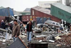 Pobladores de la ciudad de Talcahuano, cercana a la ciudad de Concepción Chile tras terremoto.