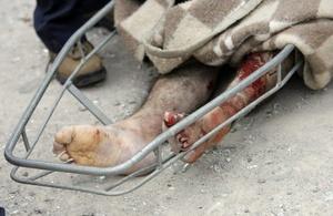 Vista del cuerpo de un hombre que fue encontrado por rescatistas chilenos tras terremoto ocurrido.