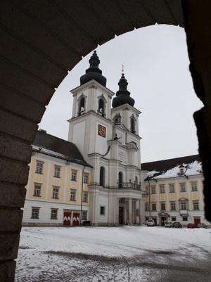 Exterior del monasterio de Kremsmuenster en el distrito de Kirchdorf, en Alta Austria. Tres sacerdotes del monasterio, fueron suspendidos de sus funciones por presuntos abusos sexuales y malos tratos.